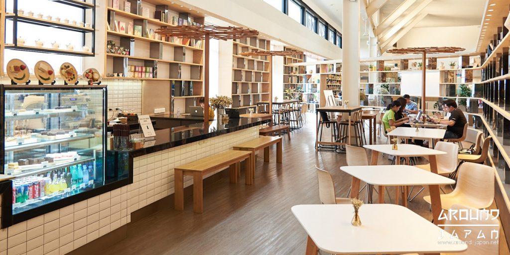 คาเฟ่สำหรับคนทำงานและอ่านหนังสือในญี่ปุ่น