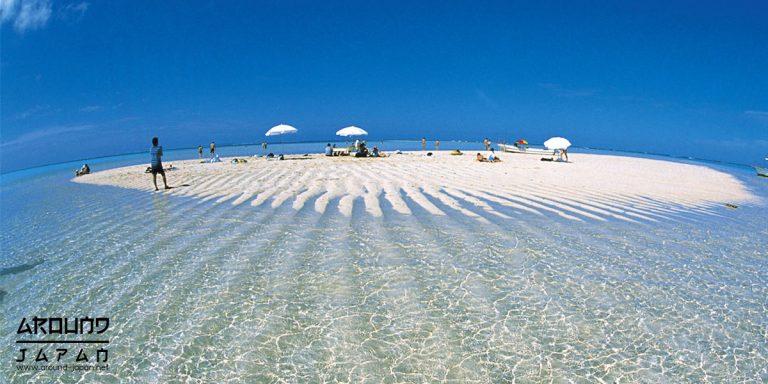 ชายหาดยูริกะฮามะ แห่ง เกาะโยรอน