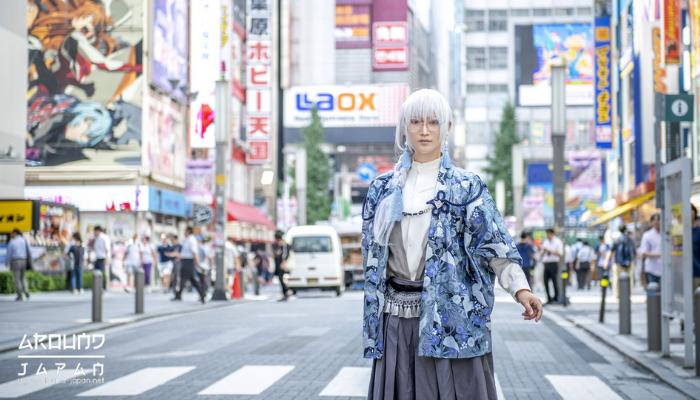 รันเวย์แห่งคอสเพลย์ประเทศญี่ปุ่น คำว่า คอสเพลย์ (Cos Play) มาจากคำว่า คอสตูม เพลย์ (costume play) ที่แปลว่าการแต่งตัวหรือการดูแลบุคลิก