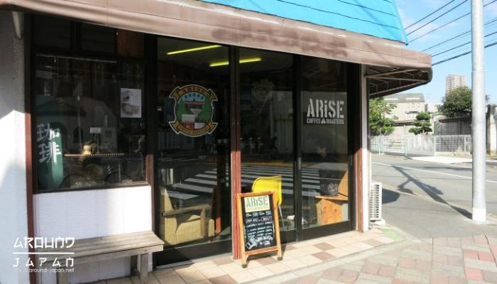 ARiSE COFFEE ROASTERS ร้านกาแฟเล็กๆที่ไม่ธรรมดา เป็นร้านกาแฟเล็กๆที่เกิดมาจากความตั้งใจของเจ้าของร้าน คุณ Hayashi Taijuซึ่งเป็นชาวญี่ปุ่น