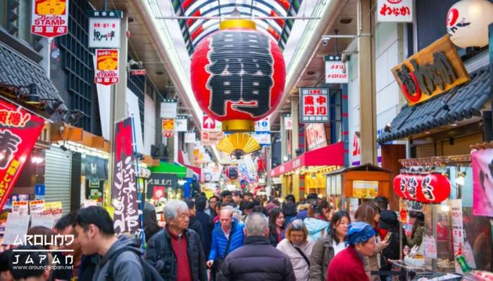 กินเที่ยวแบบฟินๆที่ ตลาดคุโรมง(Kuromon Ichiba Market) ตลาดเก่าแก่ที่ตั้งอยู่ใน เมืองโอซาก้า เป็นสถานที่ท่องเที่ยว เดินเล่น ช้อปปิ้ง