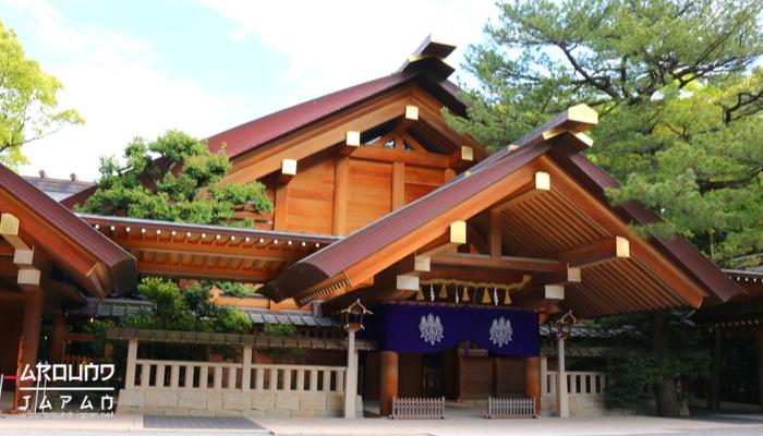 ศาลเจ้า Atsuta-Jingu ศาลเจ้าในศาสนาชินโต กัน ซึ่งที่ เมืองนาโกย่าเองก็มีศาลเจ้าที่นับได้ว่าใหญ่เป็นอันดับที่ 2 ในประเทศญี่ปุ่น