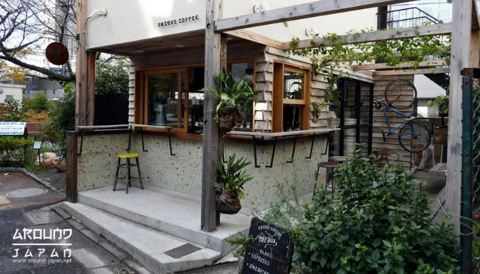 ร้าน Onibus Coffee (Nagameguro) ร้านคาเฟ่ที่ออกแบบง่ายๆสไตล์มินิมอล มีความน่ารักเก๋ๆ เหมาะสำหรับทุกเพศทุกวัยโดยเฉพาะวัยรุ่นหนุ่มสาว